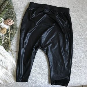 Reebok Shorts - Reebok Black Yoga/Dance Pants Sz S